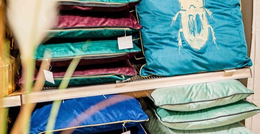 Kussentjes kopen voor decoratie in de woonkamer